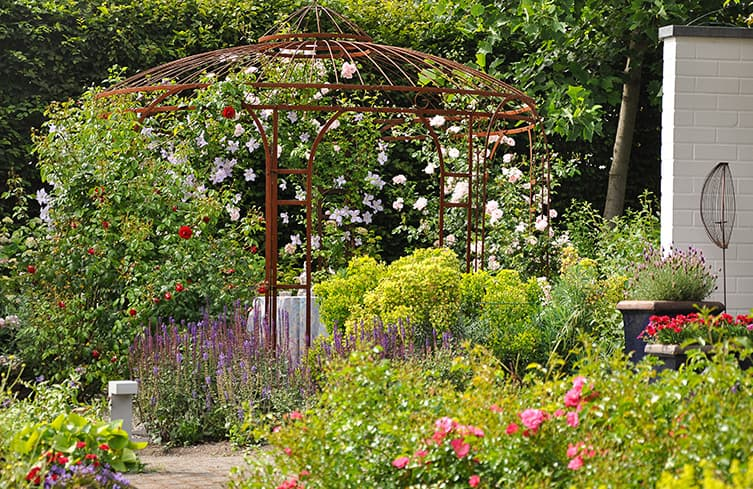 Ambiente gartengestaltung in m nster romantischer garten for Gartengestaltung pavillon ideen
